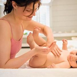 Tác dụng của dầu tràm trong việc massage cho trẻ